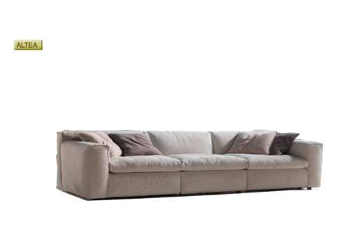 Salotto Altea di produzione artigianale composto da: divano 2/3 posti, elemento 1/2/3 posti e pouf. Anche su misura. Realizzabile su tessuti indicati dal cliente.