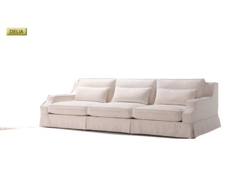 Salotto Delia di produzione artigianale composto da: divano 2/3 posti e poltrona. Anche su misura. Realizzabile su tessuti indicati dal cliente.